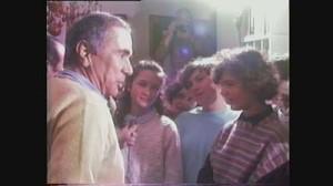 Enzo Tortora con studenti